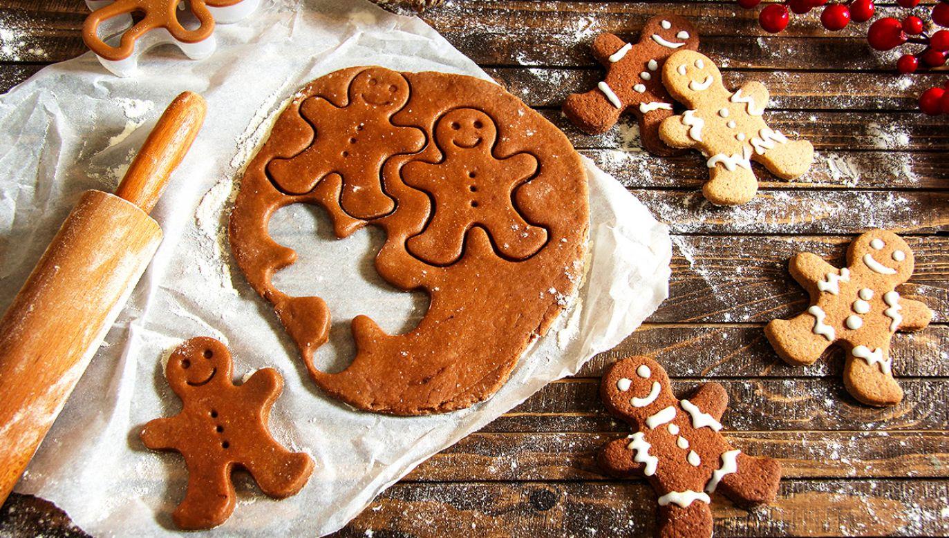 Domowe pierniczki nieodłącznie kojarzą się ze Świętami Bożego Narodzenia (fot. Shutterstock/ Elena Cavallin)