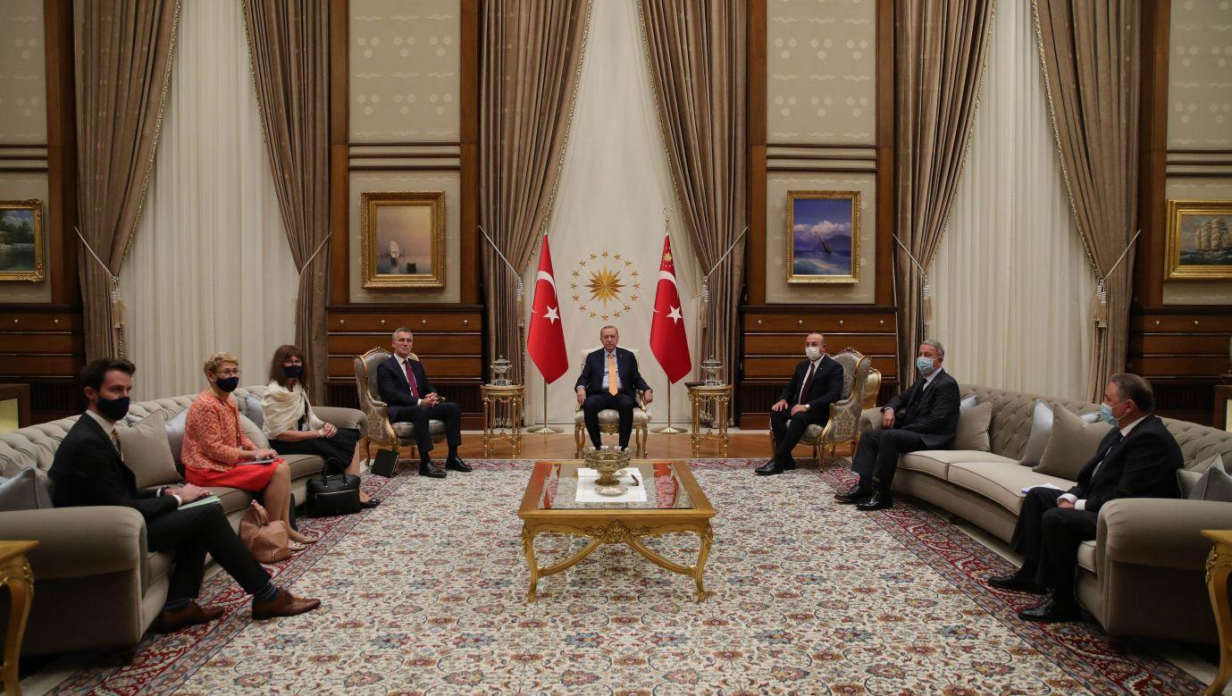 Turecki prezydent Recep Tayyip Erdogan przyjął w Ankarze szefa NATO  Jensa Stoltenberga w październiku ubiegłego roku. Fot. Murat Kula/Anadolu Agency via Getty Images