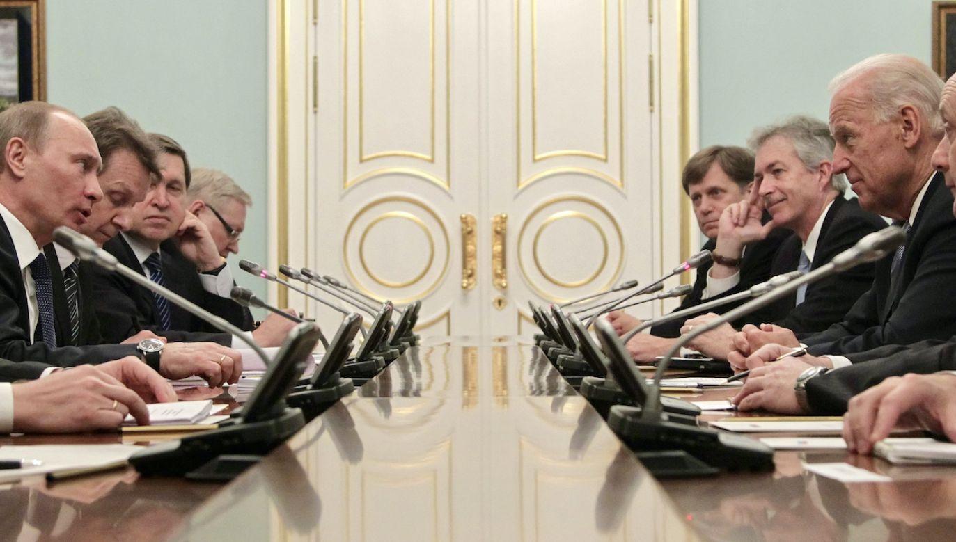 Rozmowa telefoniczna przywódców USA i Rosji (fot. arch.PAP/EPA/MAXIM SHIPENKOV)