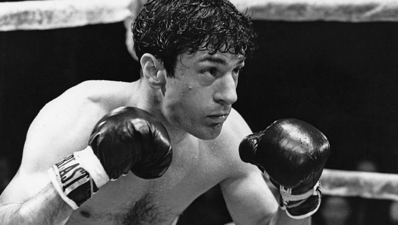 """Kadr z filmu """"Wściekły byk"""", który opowiadał o życiu boksera Jake'a La Motty; w jego postać wcielił sięRobert De Niro (fot. United Artists/Archive Photos/Getty Images)"""