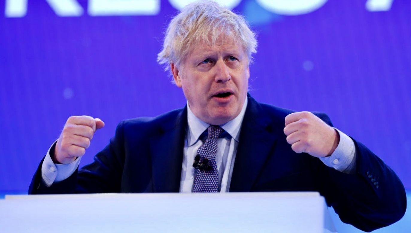 Premier Boris Johnson na intensywną terapię trafił w poniedziałek wieczorem (fot. Stringer/Anadolu Agency via Getty Images)