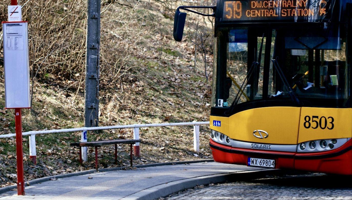 Zaatakował prętem kierowcę autobusu, bo ten zabronił mu jeść (fot. PAP/A.Zawada, zdjęcie ilustracyjne)