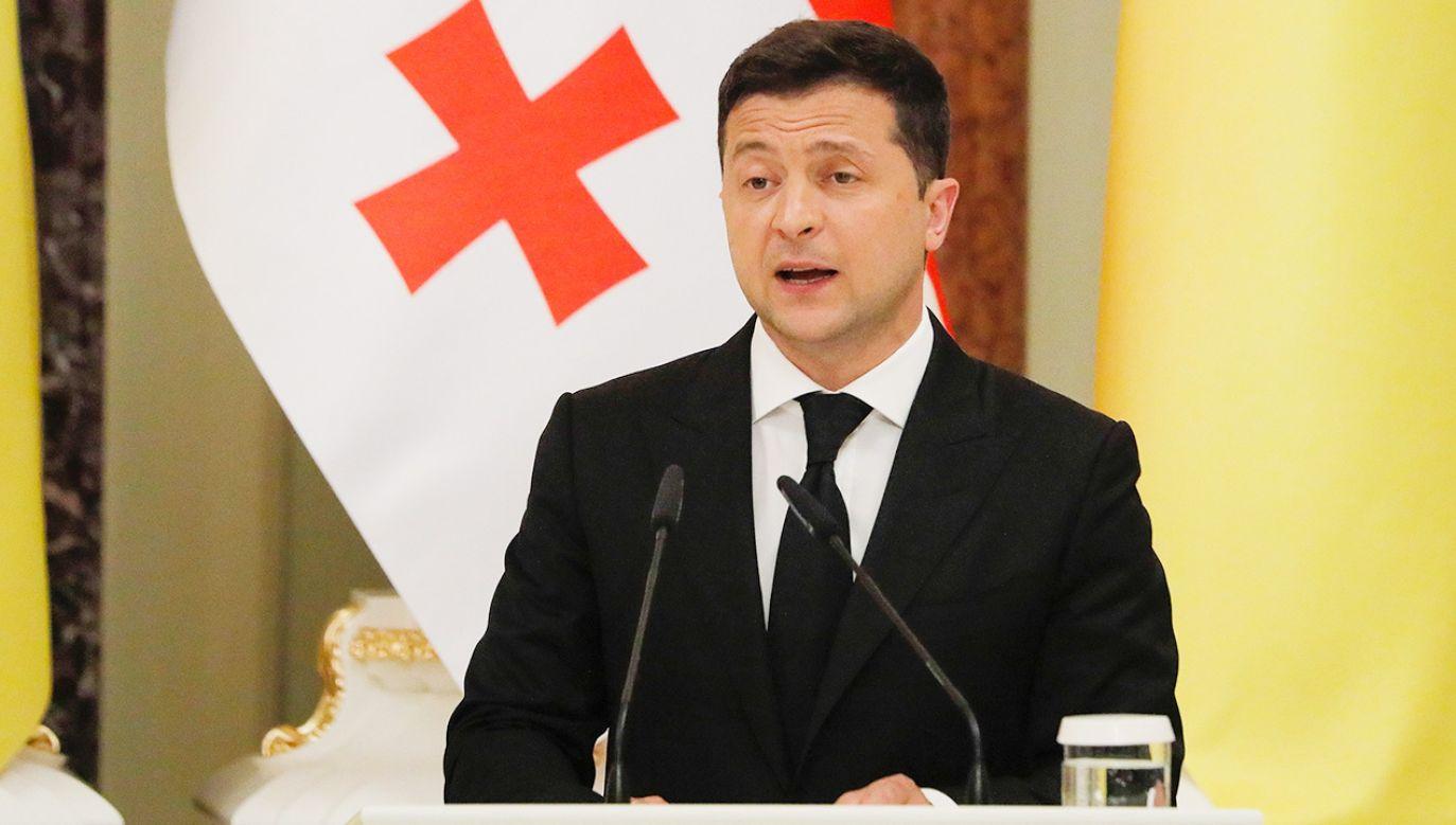 """Zełenski ocenił, że dialog polityczny między Kijowem i Tbilisi """"nabiera obrotów"""" (fot. PAP/EPA/SERGEY DOLZHENKO)"""