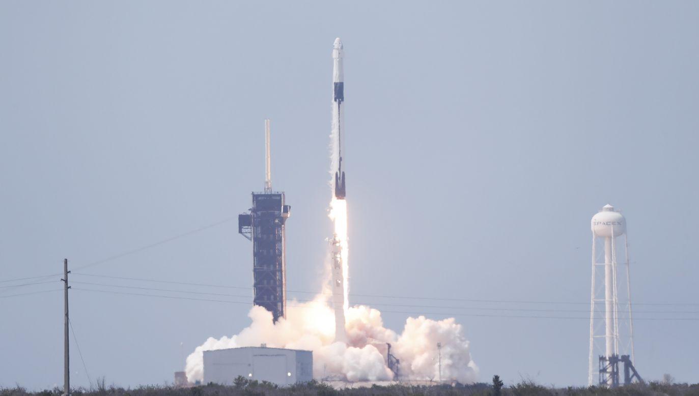 Falcon 9 wystartował z przylądka Canaveral na Florydzie (fot. PAP/EPA/ERIK S. LESSER)