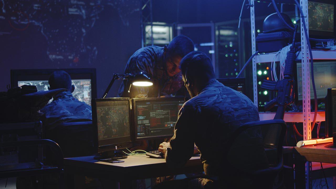 Jako główne źródło zagrożeń w cyberprzetrzeni wskazywana jest Federacja Rosyjska (fot. Shutterstock/FrameStockFootages)