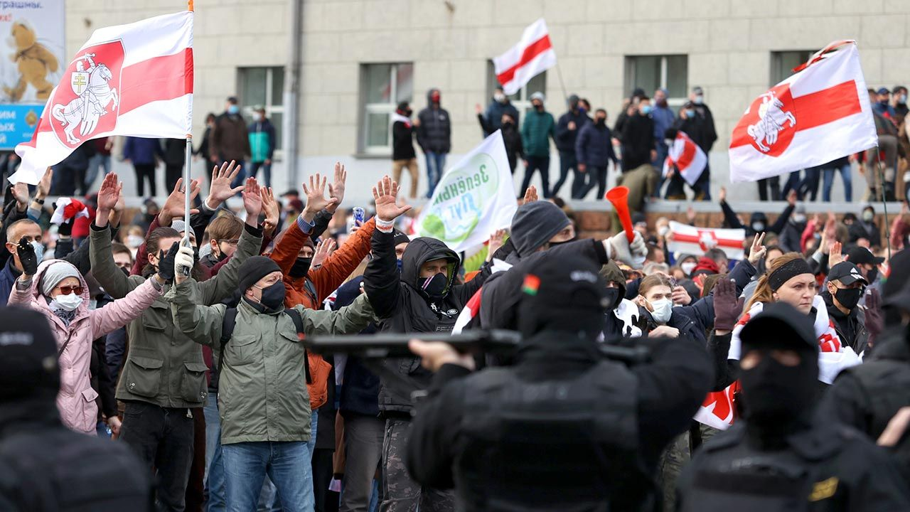 Protesty przeciw reżimowi Łukaszenki nie ustają(fot. Stringer\TASS via Getty Images)