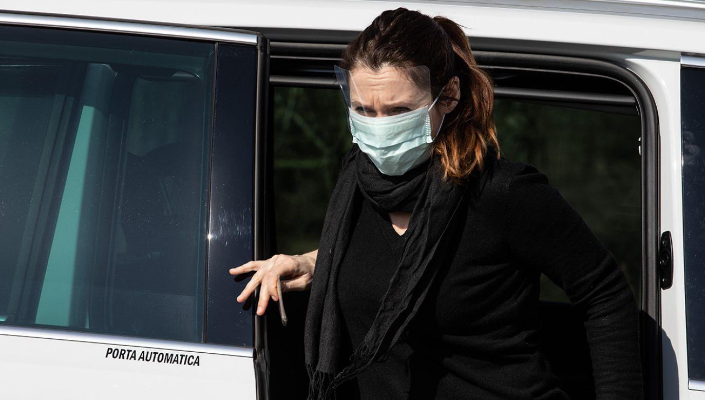 Władze są w trakcie identyfikacji osób, z którymi chora miała kontakt (fot. Emanuele Cremaschi/Getty Images)