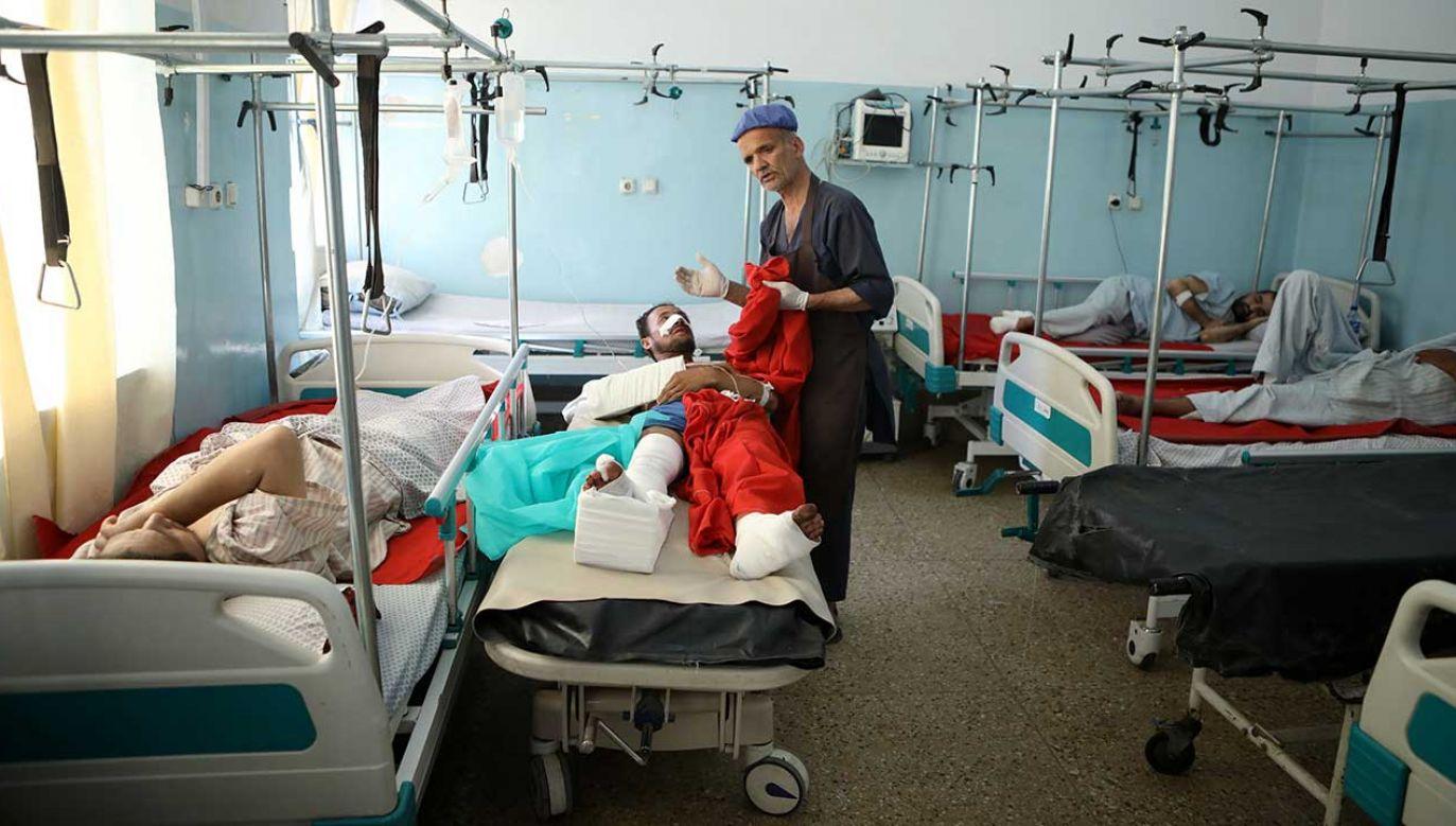 Wśród ciężko rannych w zamachu są kobiety, dzieci (fot. PAP/EPA/JAWAD JALALI)