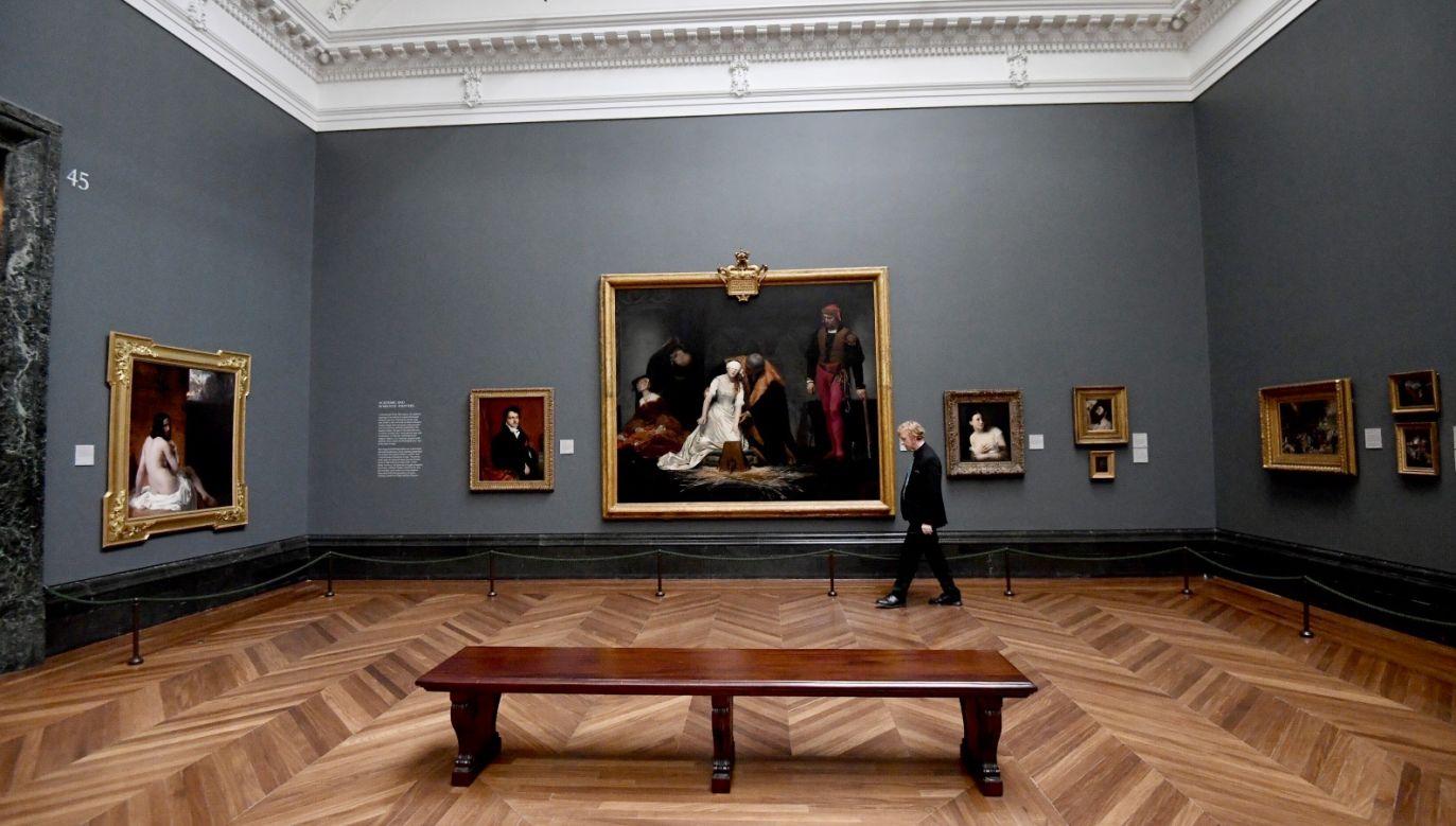 Zarówno duże jaki małe muzea, centra sztuki i galerie udostępniają swoje zbiory zwiedzającym online (fot. PAP/EPA/FACUNDO ARRIZABALAGA)