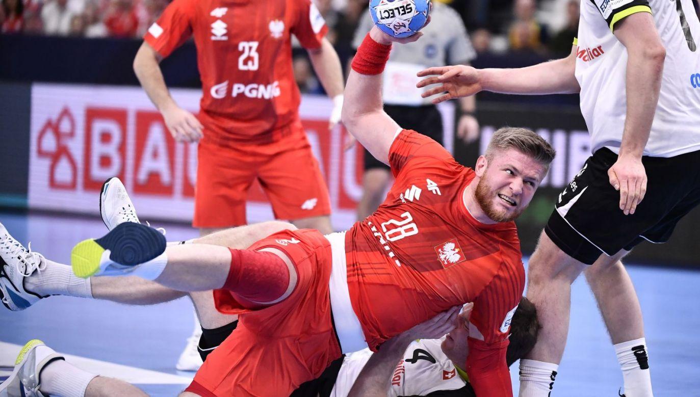 """Polscy piłkarze ręczni przyjęli wiadomość o przyznaniu """"dzikiej karty"""" z mieszaniną radości, zaskoczenia i ulgi (fot. PAP / Adam Warżawa)"""