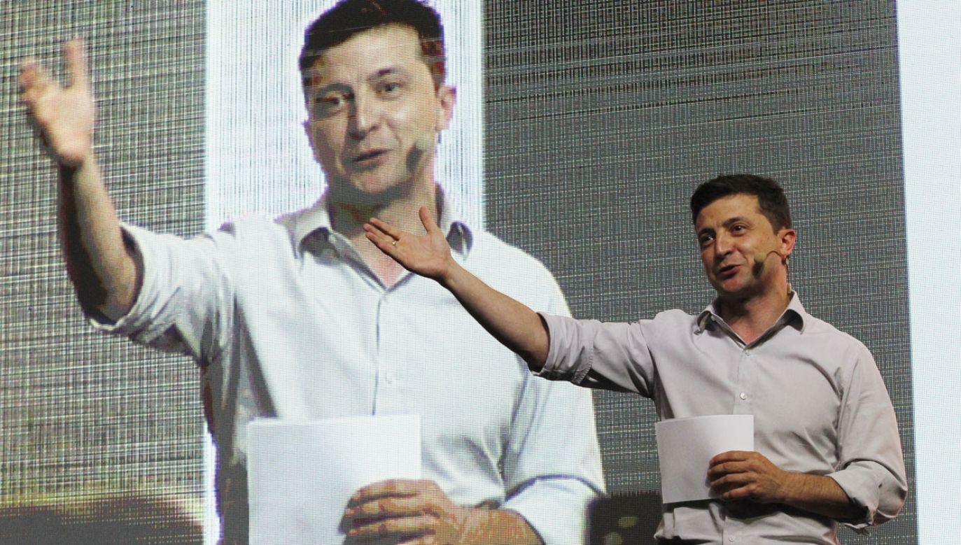 Poparcie dla Zełenskiego wciąż utrzymuje się na wysokim poziomie (fot. STR/NurPhoto via Getty Images)