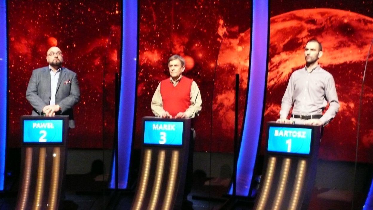 Trzech zawodników przed rozgrywką finałową 12 odcinka 124 edycji