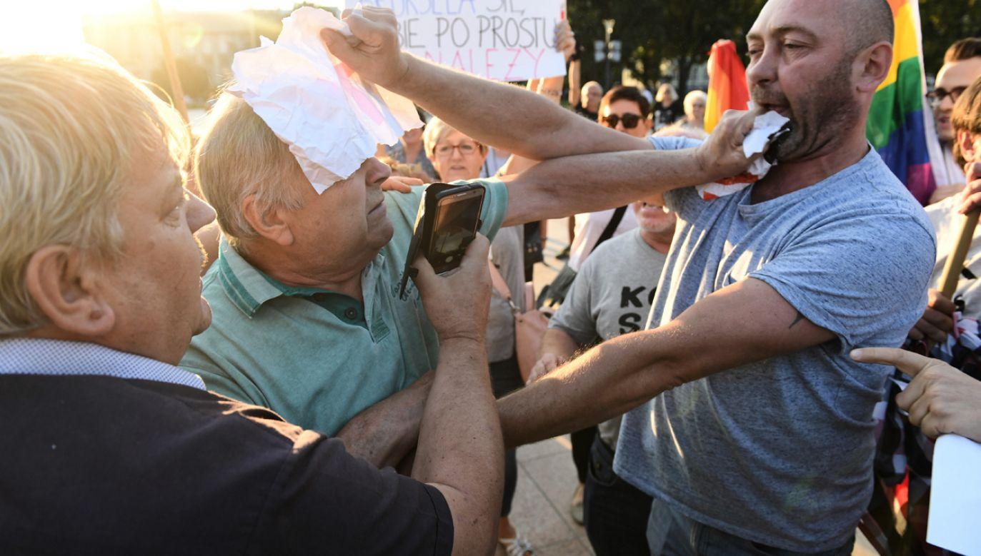 Na ulicy uruchamia się instytucje międzynarodowe i emocje w kraju – zachęcał Donald Tusk (fot. PAP/Wojciech Pacewicz)