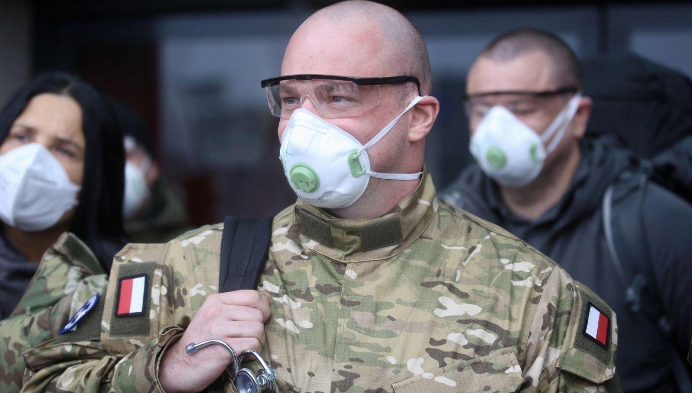 Wojskowi lekarze z Polski mają pomagać i zbierać bezcenne dane (fot. PAP/ EPA/TIZIANO MANZONI)
