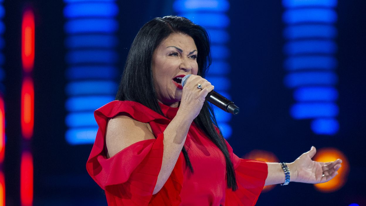 – Żeby szarpać duszę słuchaczy trzeba oddać kawałek siebie. Myślę, że Raisa włożyła dziś całe serce w zaśpiewaną piosenkę – wybrała Alicja! (fot. TVP)