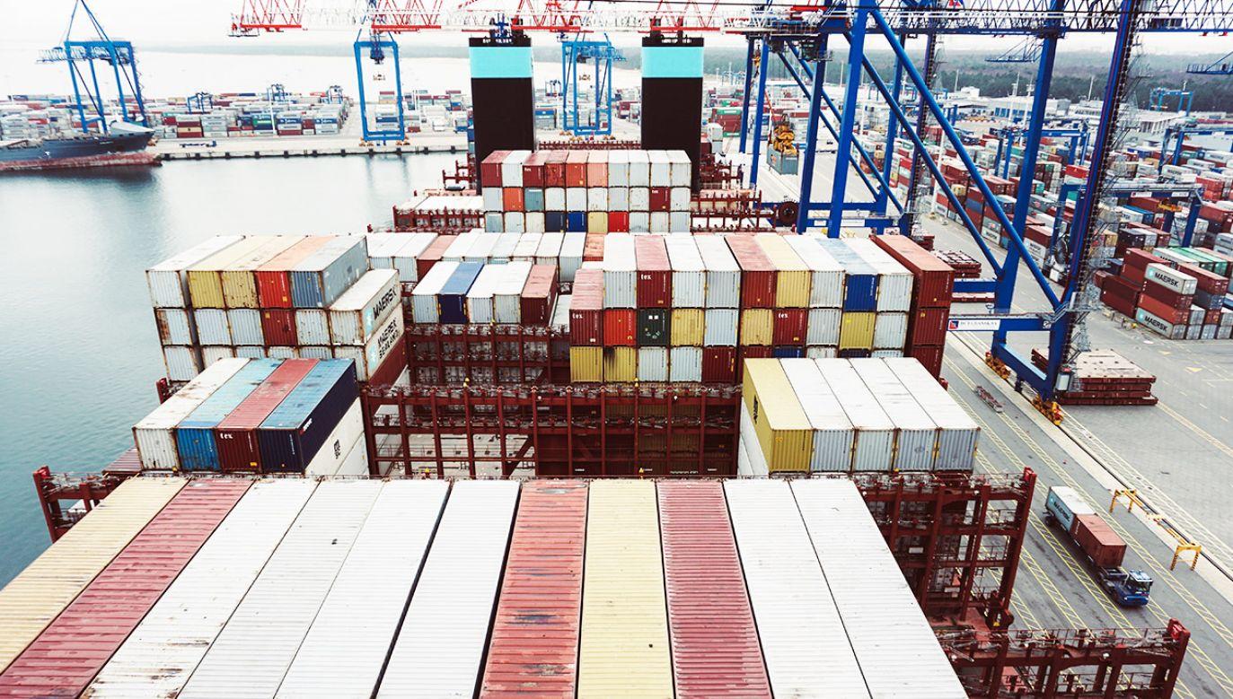 Polski import wzrósł o 2 proc. rdr, do ok. 75,5 mld euro (fot. Shutterstock/Piotrwoz)