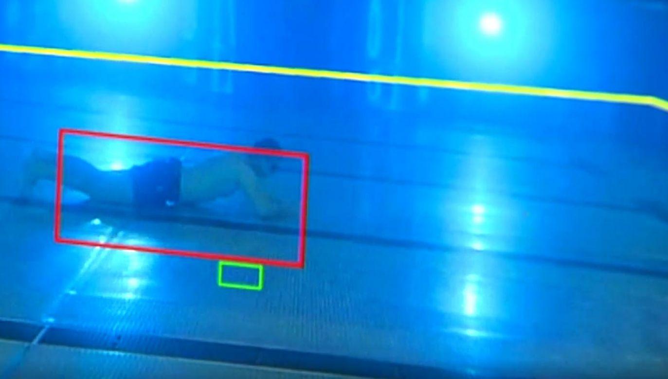 Kamery mają wykrywać bezwładnie opadające ciało na dno (fot. TVP Info)