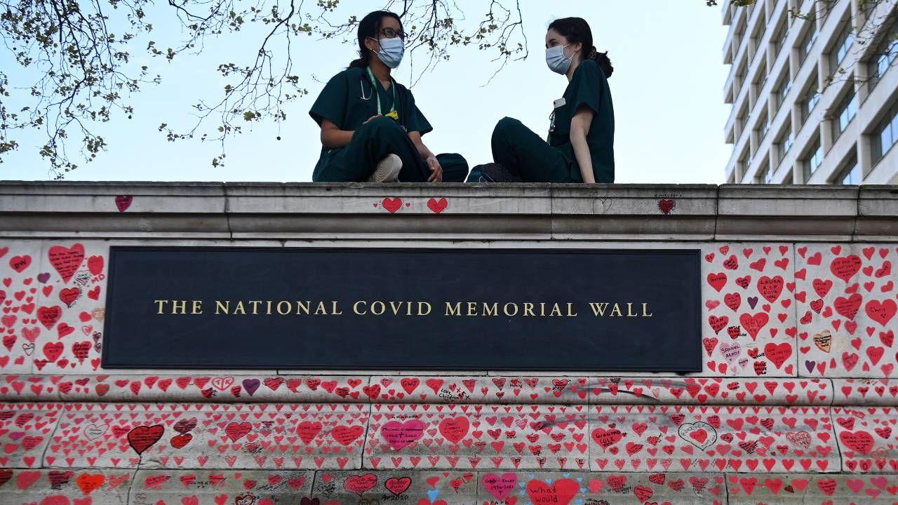 Wielka Brytania jest jednym z najbardziej dotkniętych przez pandemię krajów (fot. PAP/EPA/ANDY RAIN)