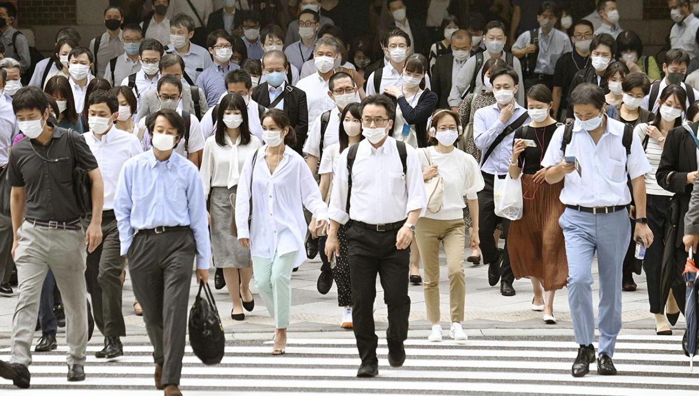 Pracownicy w Japonii często mają poczucie, że powinni przychodzić do firmy nawet, jeśli są chorzy (fot. Kyodo News via Getty Images)
