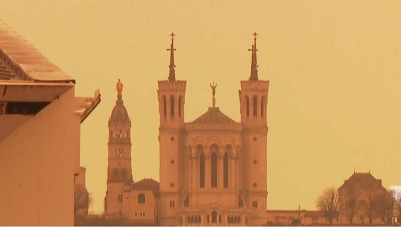 Potężna chmura saharyjskiego pyłu przetacza się przez Europę (fot. tvp.info)