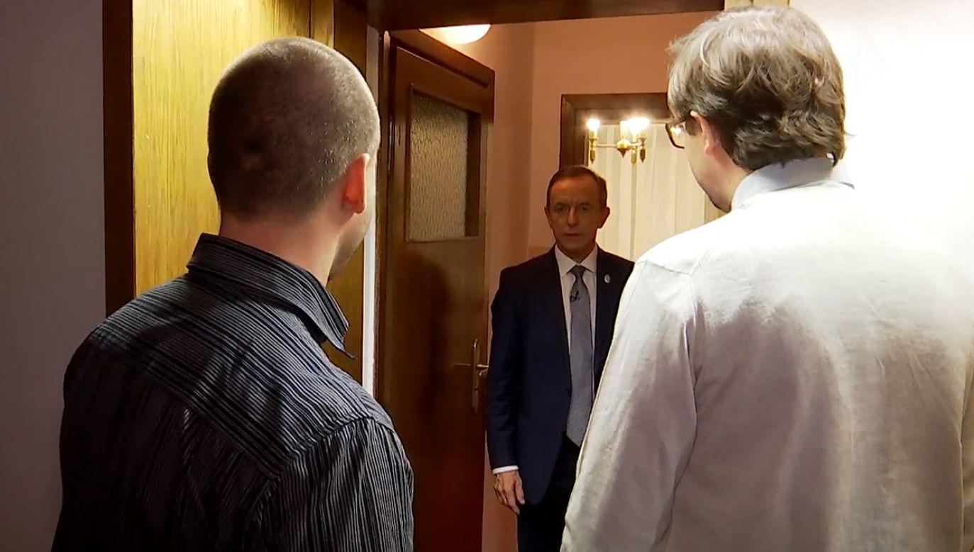 Grodzki otworzył drzwi swojego hotelowego mieszkania reporterom (fot. se.pl)