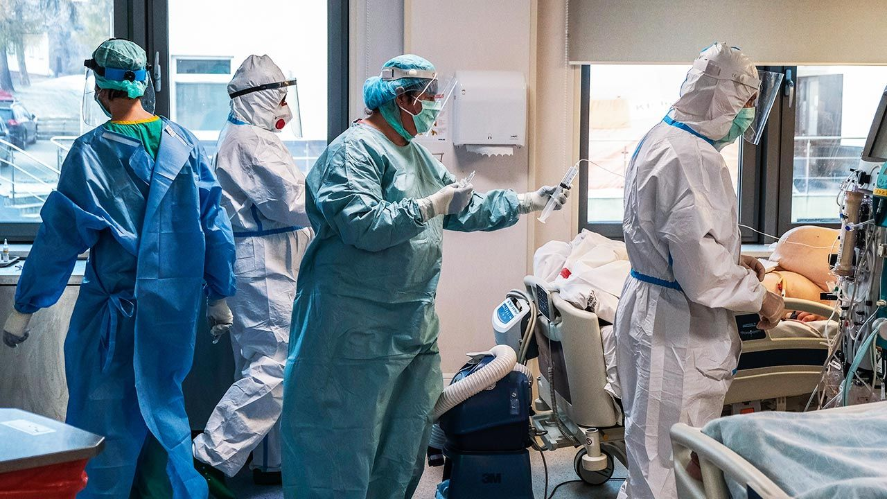 Raport o epidemii koronawirusa w Polsce  (fot. Omar Marques/Anadolu Agency via Getty Images)