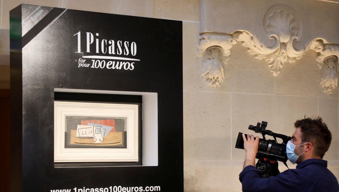 Zwycięski kupon wybrano w losowaniu elektronicznym w domu aukcyjnym Christie's w Paryżu (fot. REUTERS/Charles Platiau)