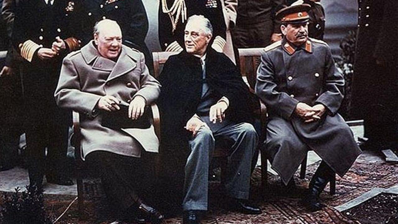 Winston Churchill, Franklin D. Roosevelt i Józef Stalin w Jałcie (fot. WikimediaCommons/Jarekt)