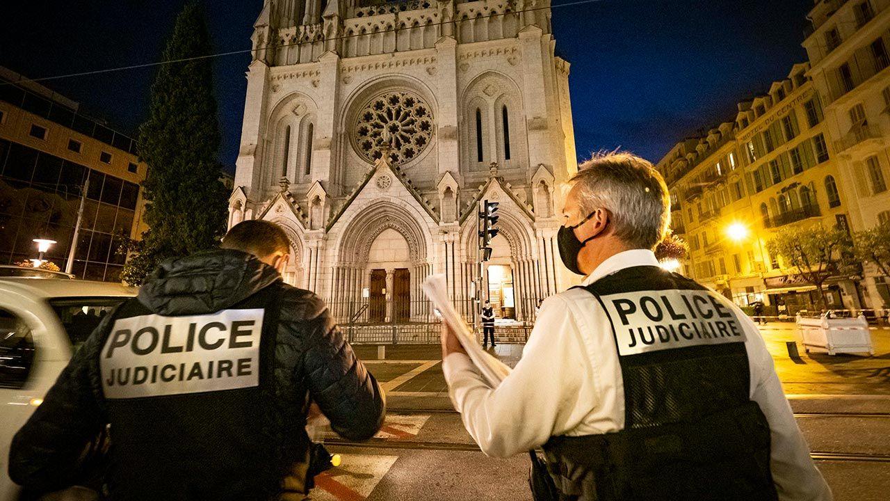"""W czwartek rano 21-letni Tunezyjczyk w bazylice Notre Dame w Nicei na południu Francji zamordował trzy osoby, krzycząc """"Allahu Akbar"""" (fot. Arnold Jerocki/Getty Images)"""