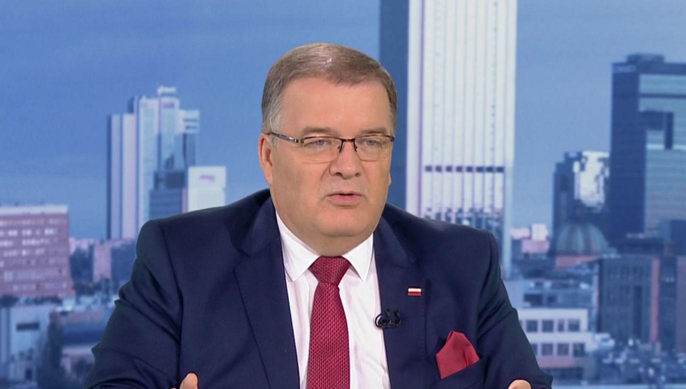 """""""Takie sprawy załatwia się szybko, żeby nie rzutowały na kampanię"""" – tak dymisję wiceszefa MS Łukasza Piebiaka skomentował  min. Andrzej Dera (fot. TVP Info)"""
