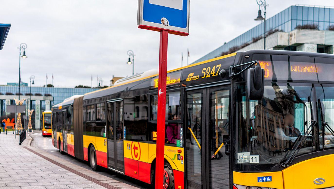 Tryb weekendowy w miejskiej komunikacji (fot. Shutterstock/Kristi Blokhin)