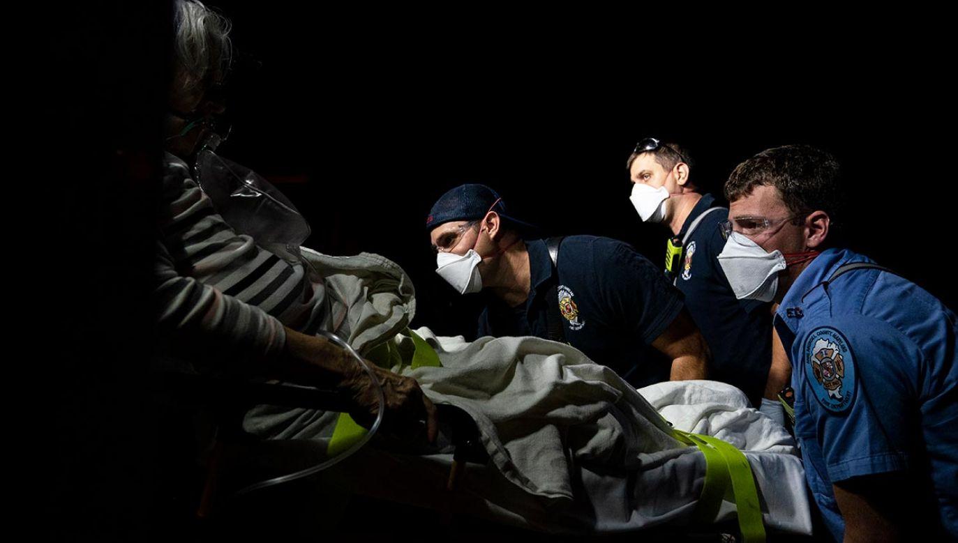 Do końca marca z powodu Covid-19 umrze 539 tys. Amerykanów (fot. Alex Edelman/Getty Images)