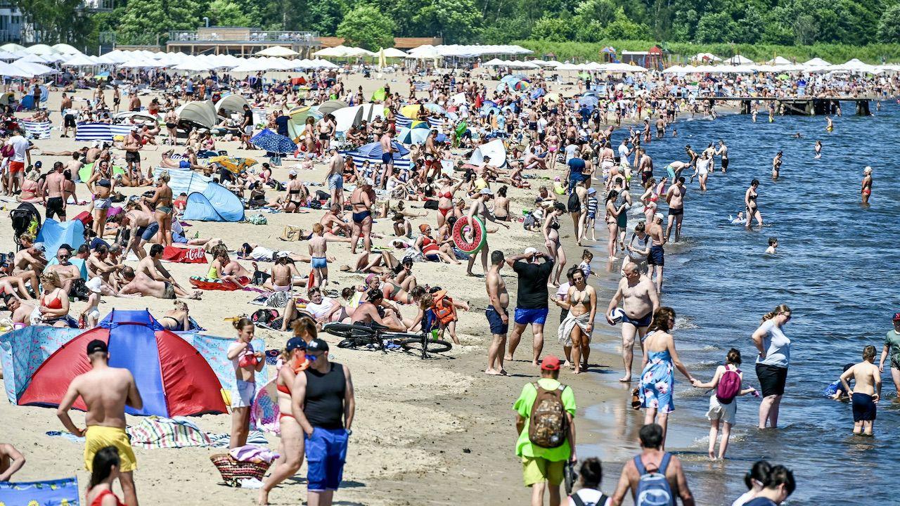 Do tej pory 2,4 mln Polaków aktywowało bony turystyczne (fot. PAP/Jan Dzban)