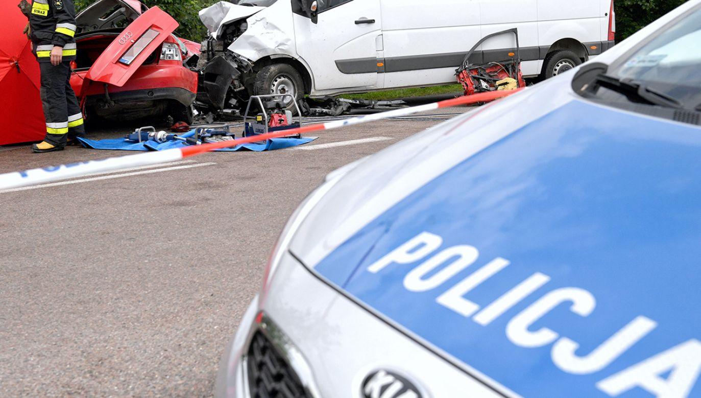 W wypadku śmierć na miejscu poniosły dwie kobiety, które jechały autem osobowym (fot. PAP/Darek Delmanowicz, zdjęcie ilustracyjne)