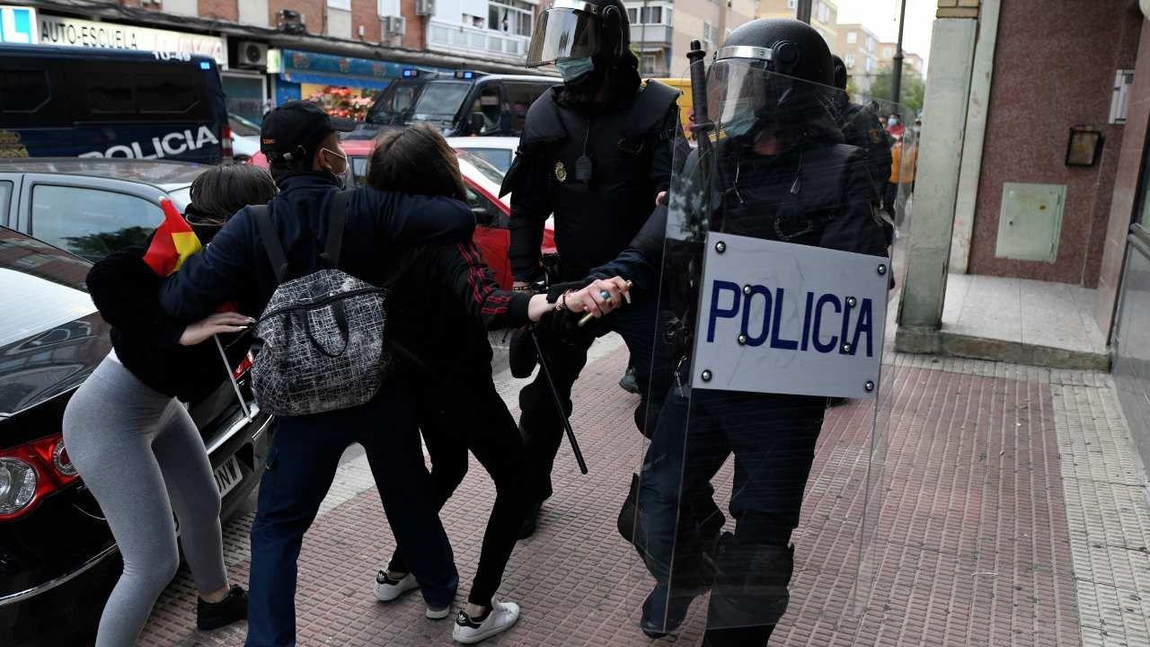 Wiece Vox były już atakowane także przez lewicowych bojówkarzy w Katalonii, Kraju Basków i regionie Nawarry (fot. Juan Carlos Lucas / NurPhoto via Getty Images)