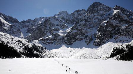 Wiosenno-zimowy weekend w górach w rejonie Morskiego Oka (fot. PAP/Grzegorz Momot)