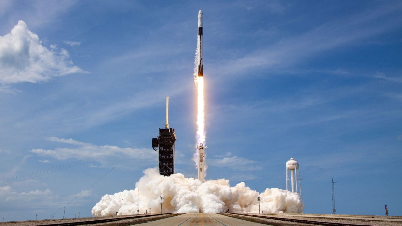 Firma SpaceX wystrzeliła w niedzielę w kosmos kolejną kapsułę Dragon (zdjęcie ilustracyjne) (fot.  SpaceX via Getty Images)