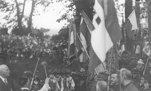 Przy mogile Elii Marchettiego (na zdjęciu poświęcenie grobu) odbywały się uroczystości upamiętniające powstańców styczniowych. Fot. NAC/IKC