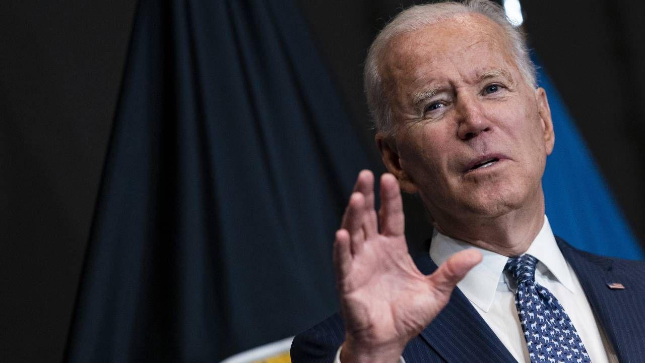 Prezydent USA Joe Biden oskarża Rosję o rozsiewanie fake newsów (fot. PAP/EPA/Alex Edelman / POOL)