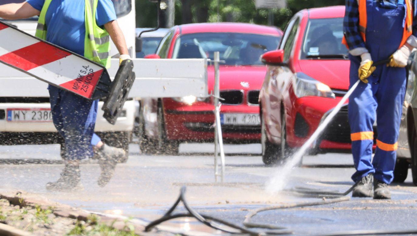 Służby pracują nad usunięciem awarii (fot. arch.PAP/Leszek Szymański, zdjęcie ilustracyjne)