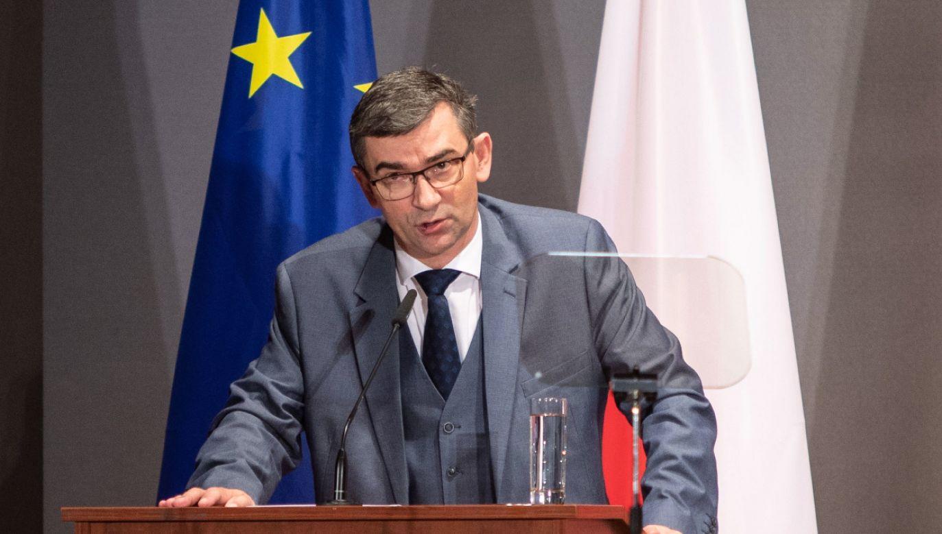 Parlament węgierski przyjął ustawę zakazującą propagowania w szkołach m.in. zmiany płci (fot. OMER MESSINGER PAP/EPA)
