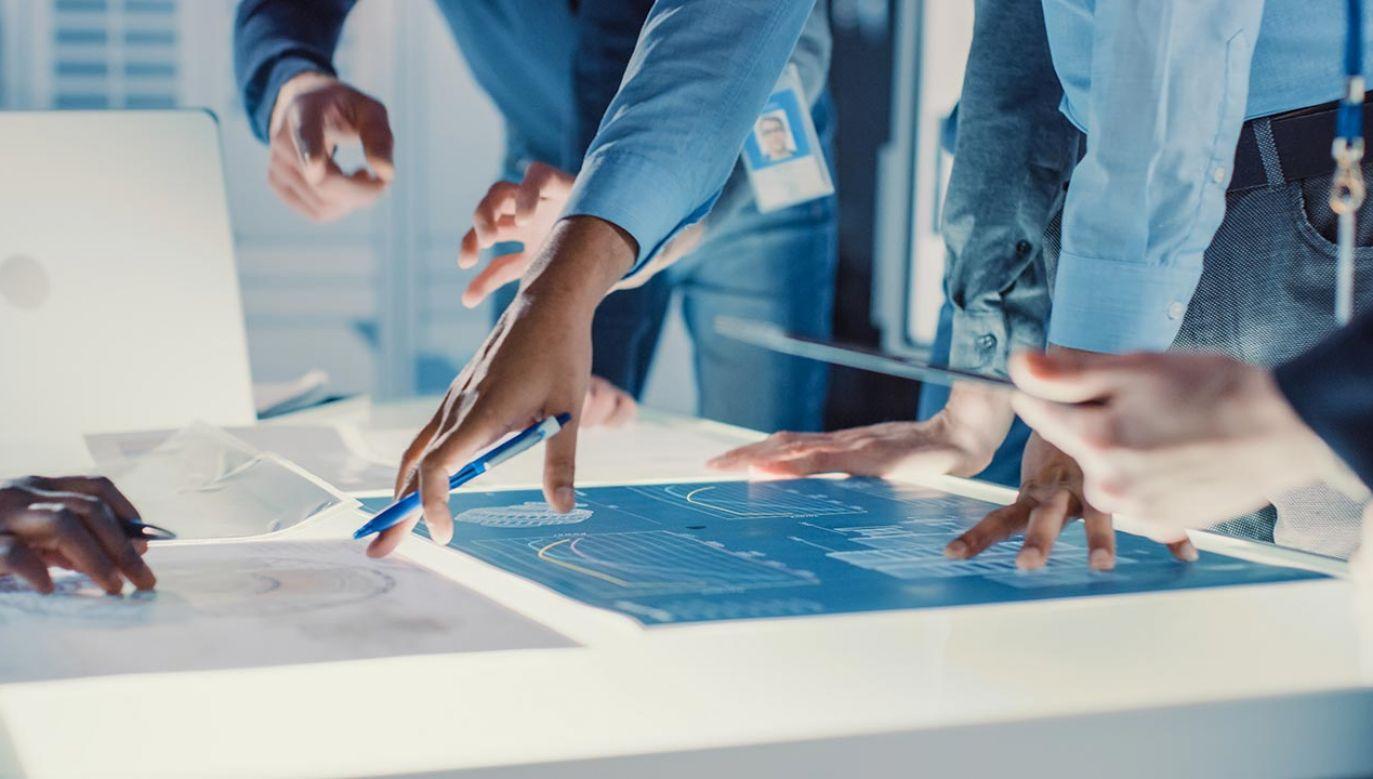 Firmy będą wdrażać innowacje przyjazne środowisku (fot. Shutterstock/Gorodenkoff)