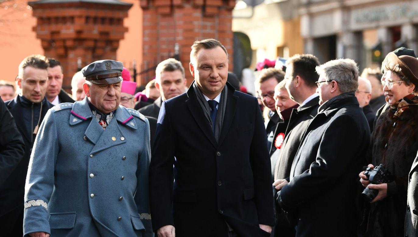 Grupa manifestujących próbowała zakłócić spotkanie z prezydentem Andrzejem Dudą. (fot. PAP/Adam Warżawa)