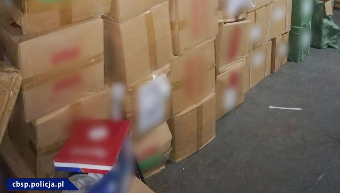 Grupa sprzedawała gros towarów w Wólce Kosowskiej (fot. CBŚP)