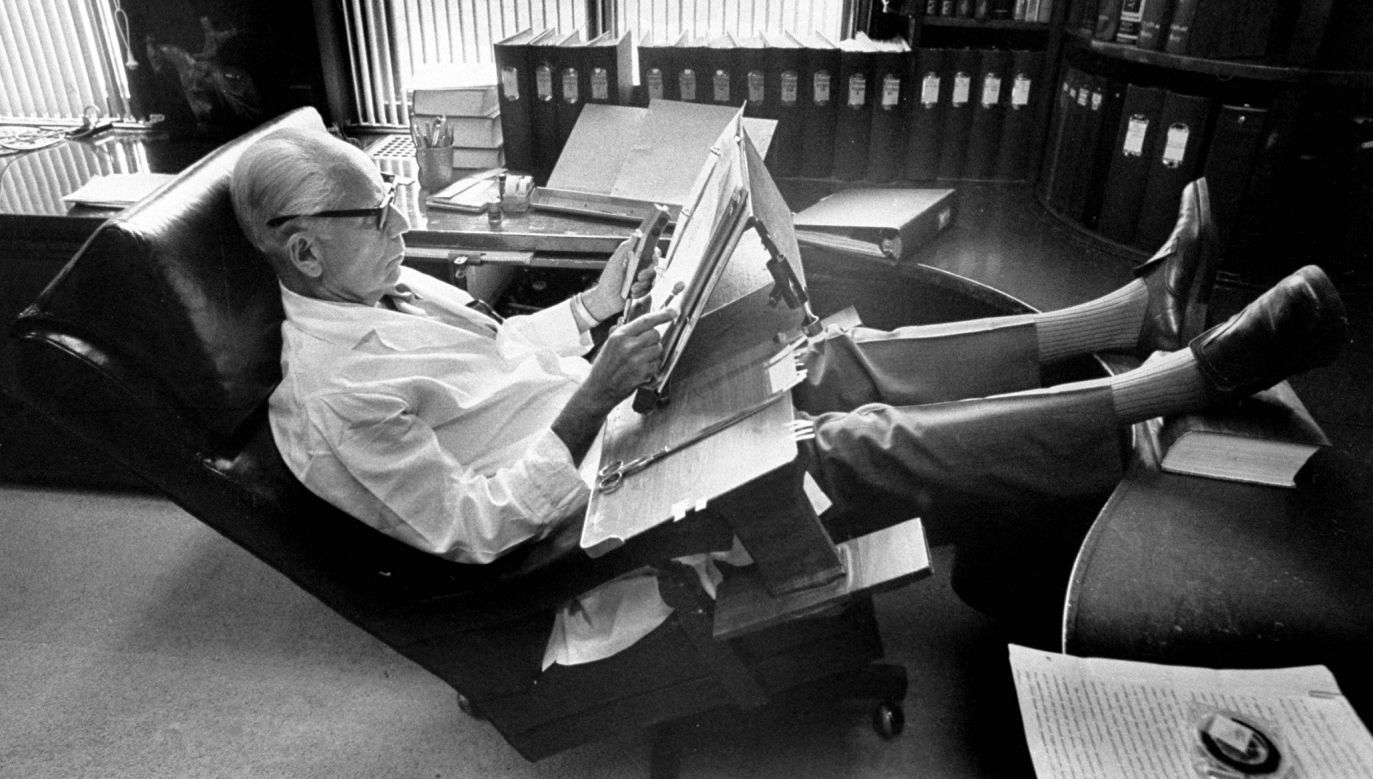 Doktor Stress – taki przydomek nosił Hans Hugo Selye (1907 – 1982, na zdjęciu w 1974 r.). Jako pierwszy postawił hipotezę, że źródłem szeregu chorób somatycznych jest stres – miały być skutkiem niezdolności człowieka do radzenia sobie ze stresem. Na Uniwersytecie w Montrealu założył Instytut Badań nad Stresem, poświęcił mu 50 lat pracy, ponad 30 książek i 1400 artykułów. Naukowcy od początku wskazywali na poważne braki w jego koncepcji. Fot. John Olson / The LIFE Images Collection via Getty Images