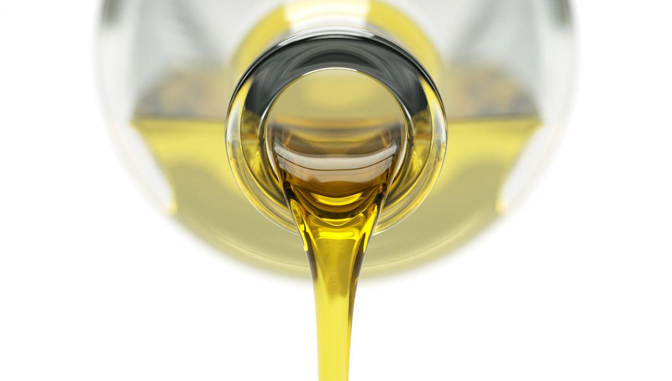Podrobiona oliwa trafiła do handlu i lokali gastronomicznych (fot. Shuttestock/maxuser)
