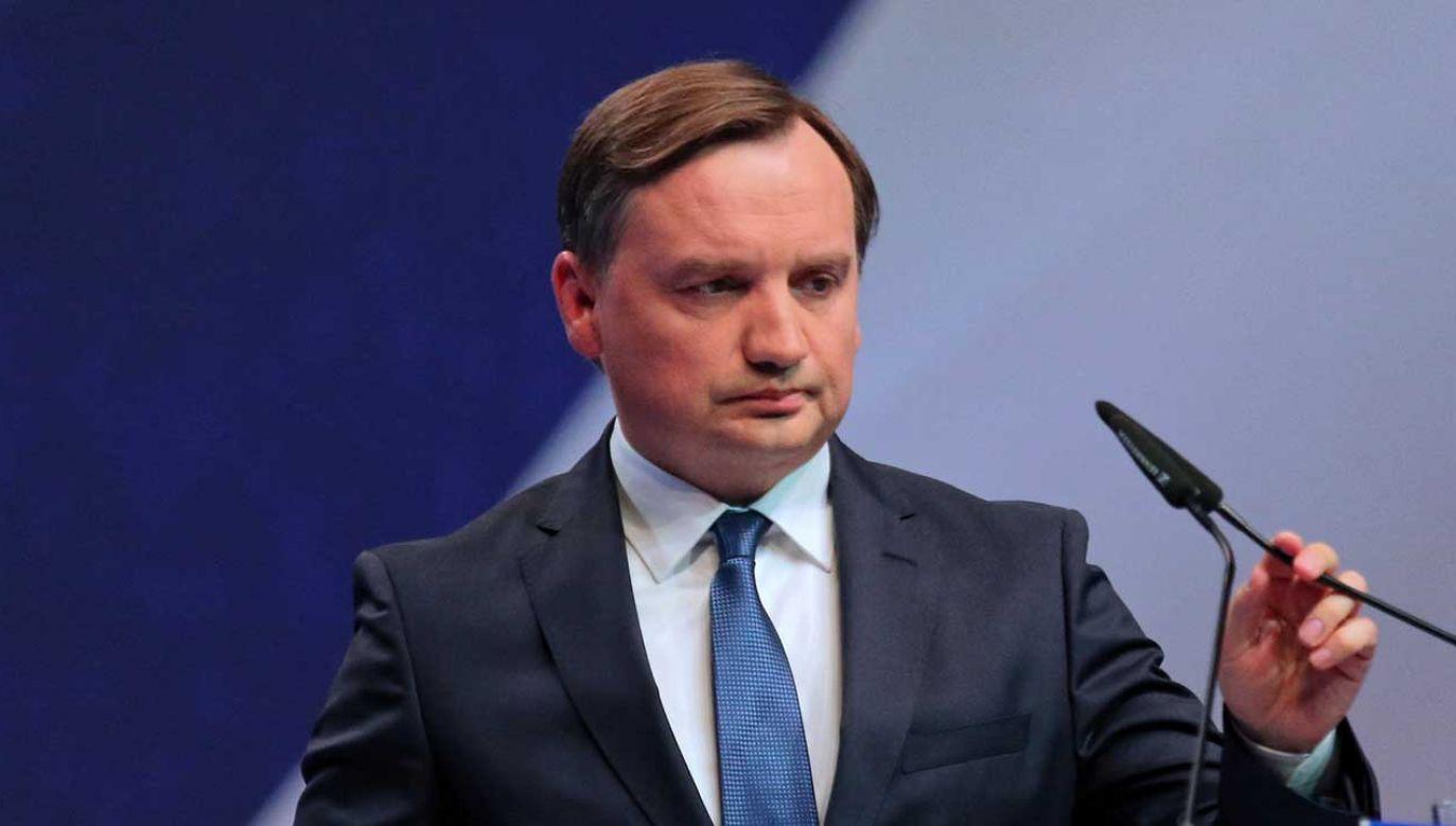 Portal Onet.pl opisał kontakt, jaki w mediach społecznościowych wiceminister  utrzymywał z kobietą o imieniu Emilia, która miała prowadzić akcje dyskredytujące niektórych sędziów (fot. arch.  PAP/A. Grygiel)
