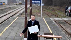 """Zdaniem """"Newsweeka"""", prezydent Duda """"zaprasza na bagno"""" (fot. arch.PAP/Piotr Polak)"""