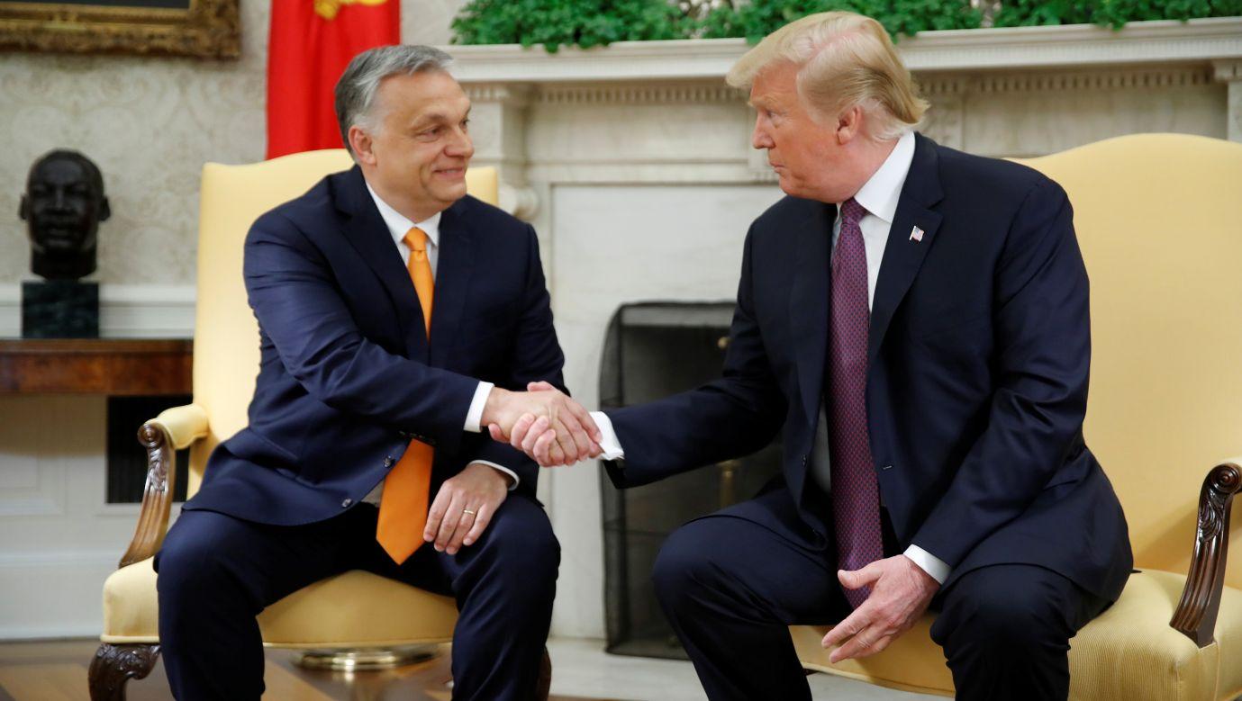 Tacy politycy, jak Donald Trump czy Viktor Orbán – w oczach Applebaum i Węglarczyka szwarccharaktery – przecierają szlak nowym brunatnym dyktatorom. Fot. REUTERS/Carlos Barria