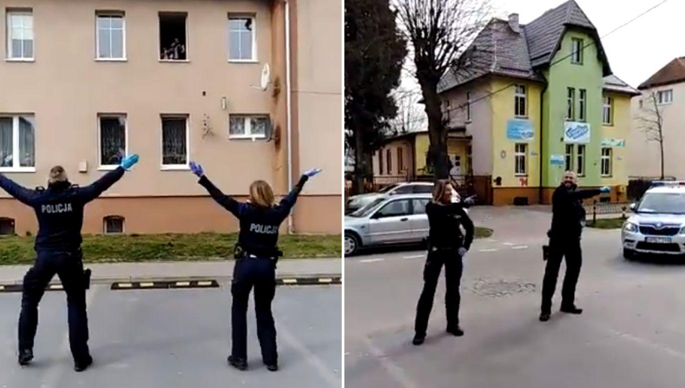 """Policjantka i policjant tańczyli do popularnej piosenki """"Y.M.C.A."""" (fot. Twitter/Policja)"""